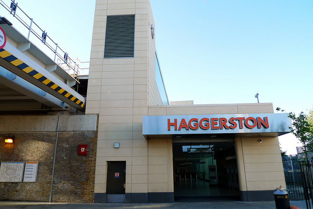 Haggerston Station - Photo by Ewan Munro on Flickr - Licenza Creative Commons al momento dell'utilizzo