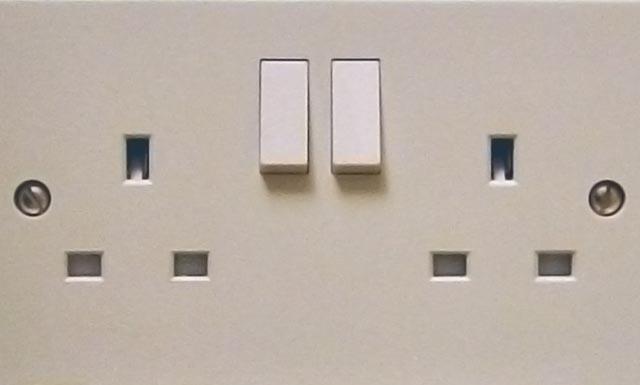 Prese elettriche tipo inglese