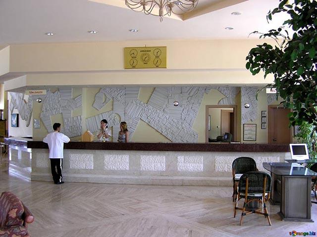 receptionist albergo