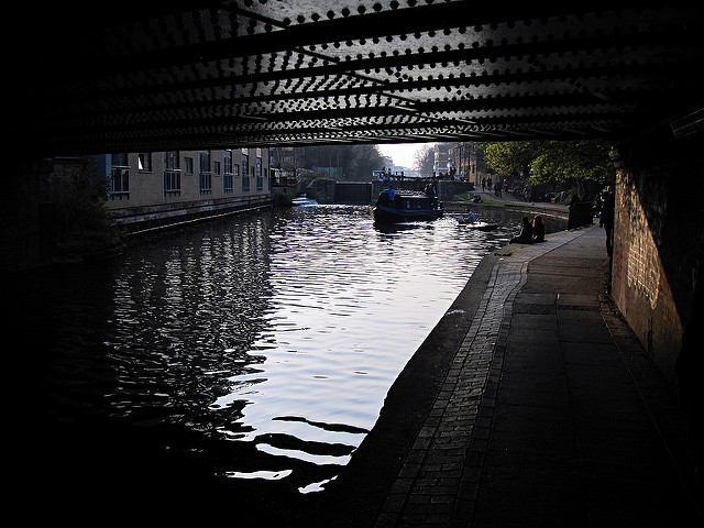 Regent's Canal at Haggerton - Photo by Jastin Pickard on Flickr - Licenza Creative Commons al momento dell'utilizzo